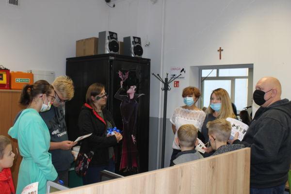 Drzwi otwarte dla absolwentów- zwiedzanie pracowni graficznej