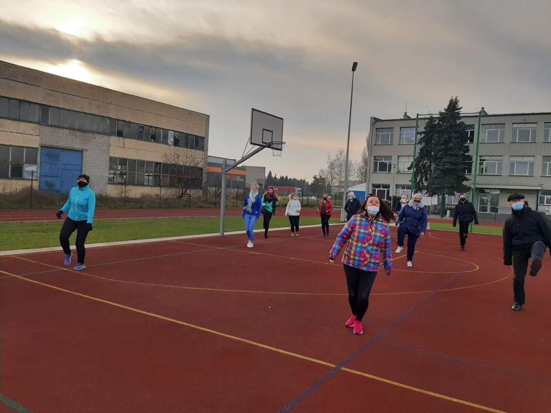 Zdjęcia grupowe ZST zachęca do aktywności fizycznej w czasie nauki zdalnej.