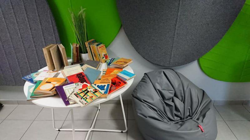 DAR SERCA Pani Bartosik Urszuli i przekazanie książek do biblioteki szkolnej dla studentów kierunku pielęgniarstwa