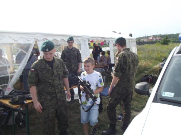 """młodzież z korpusu kadetów wsparła organizację zakończenia sztafety pływackiej """"Płyniemy dla Chojraków"""""""