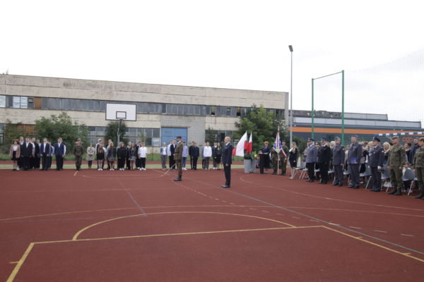 Uroczystość nadania aktów mianowania klasom mundurowym w ZST