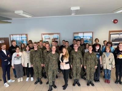 Zespół Szkół Technicznych gościł dzisiaj przedstawiciela Wojskowej Akademii Technicznej- Pana Podchorążego Sebastiana Mazurka